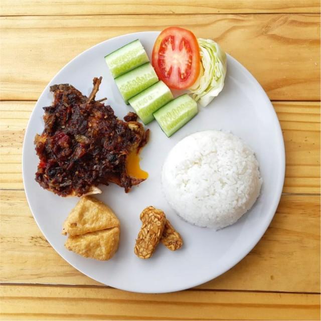 Paket Nasi Ayam Goreng Penyet Pedas - -