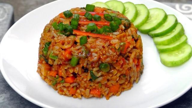 Nasi Goreng Vegetarian - - -